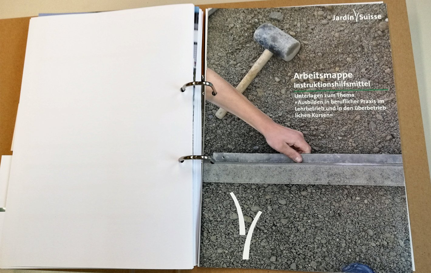 Ausbildungsdossier inkl. Instruktionshilfsmittel